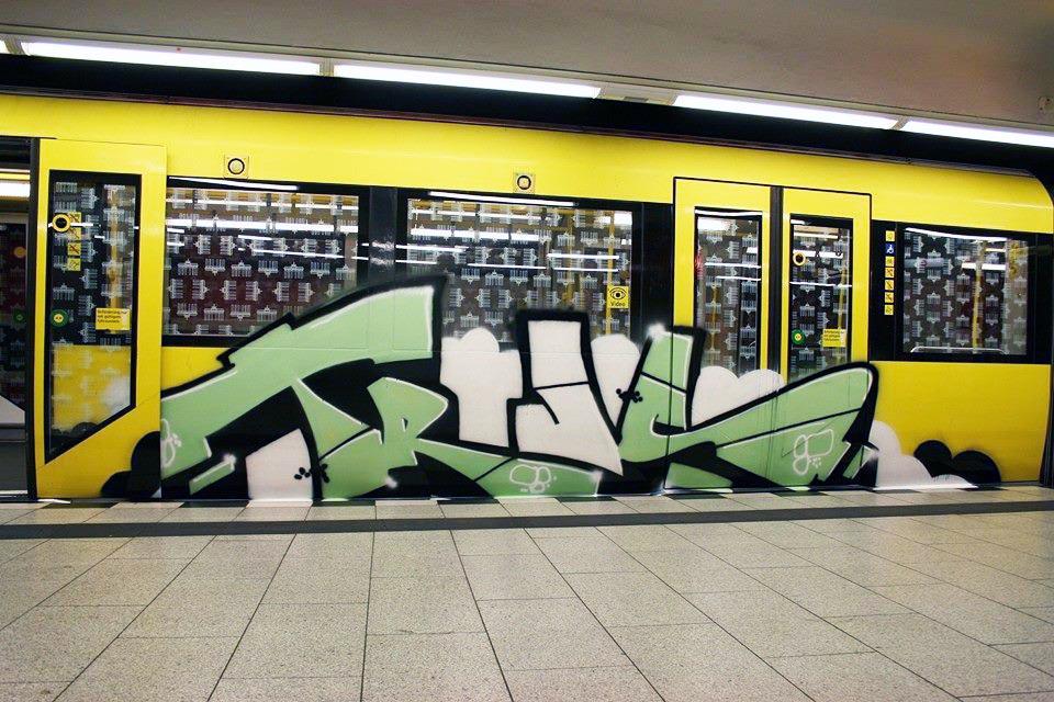 graffiti train subway germany berlin trus moas