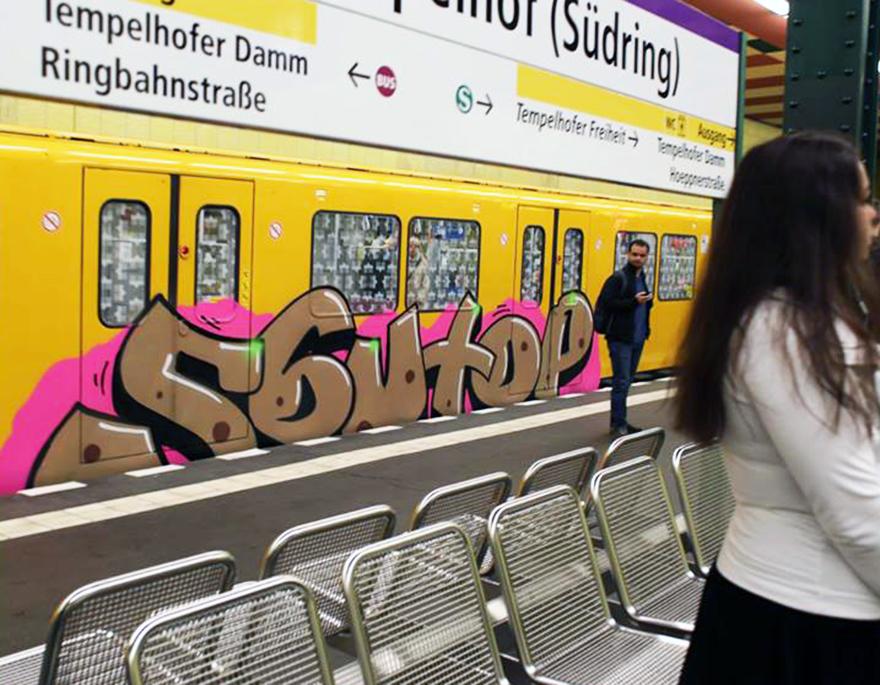 graffiti subway train berlin