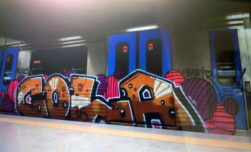 graffiti train subway lisbon portugal 2015