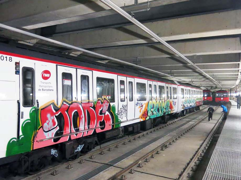 grafiti train subway 2015 barcelona spain  jode bufa