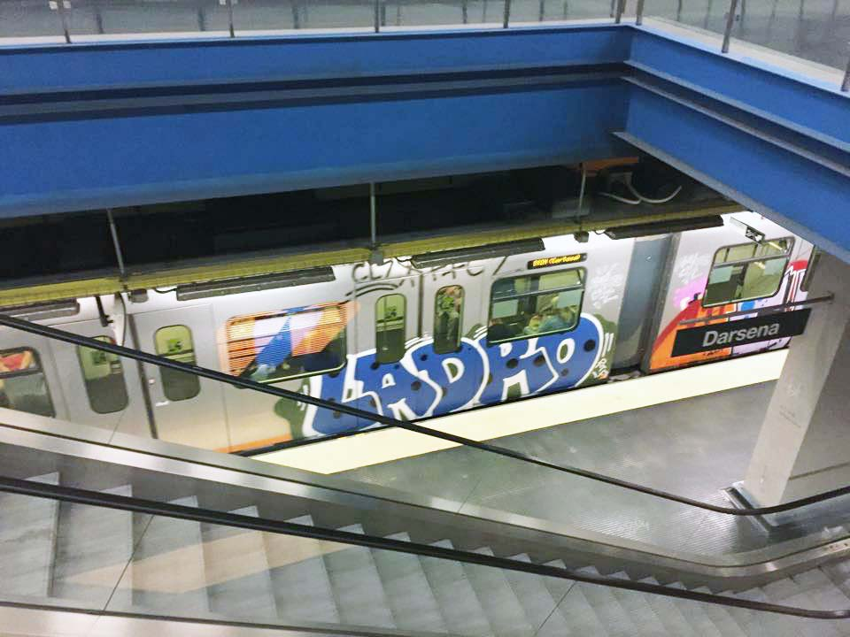 graffiti subway train italy genoa ladro running