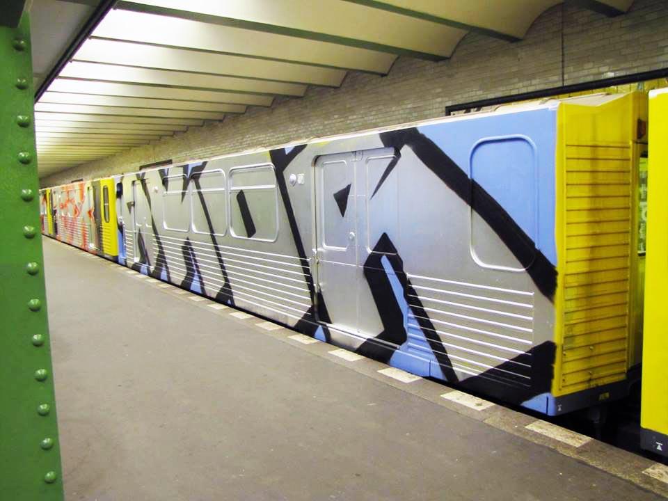 graffiti train subway berlin germany akor