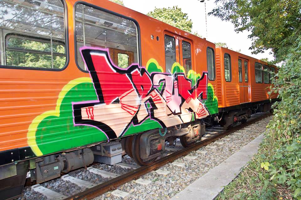 graffiti train subway berlin germany drux