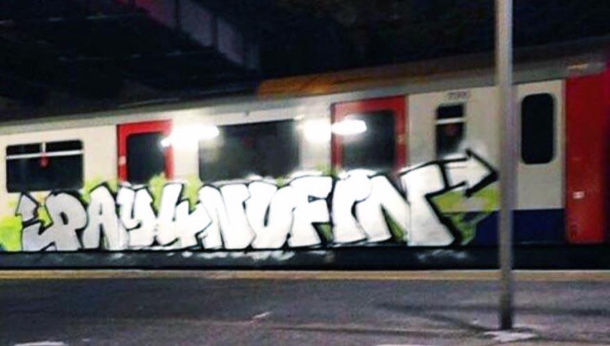 graffiti train subway london tube