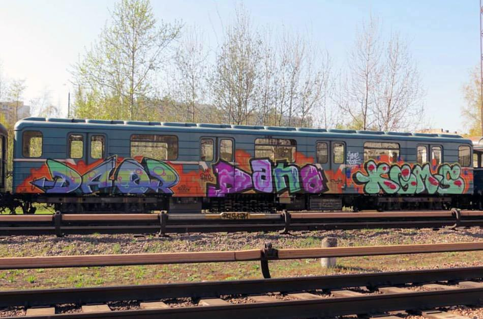 graffiti subway train dano daor kgm