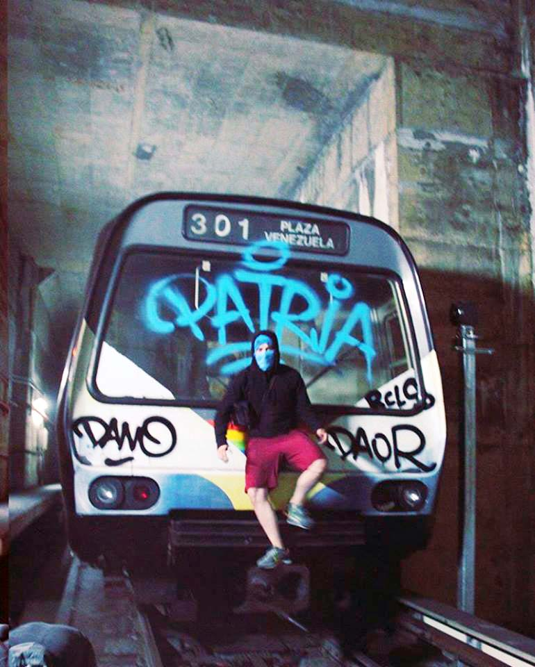 graffiti train subway caracas venezuela tunnel head