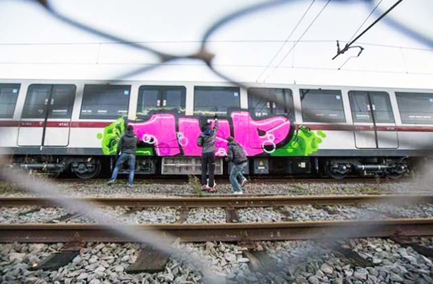 graffiti subway train rome backjump 1up