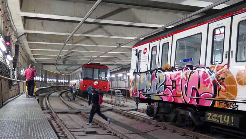 graffiti subway train barcelona spain tiros action