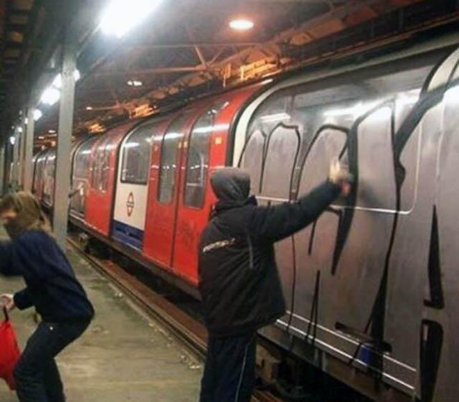graffiti train subway london uk tube action mwa
