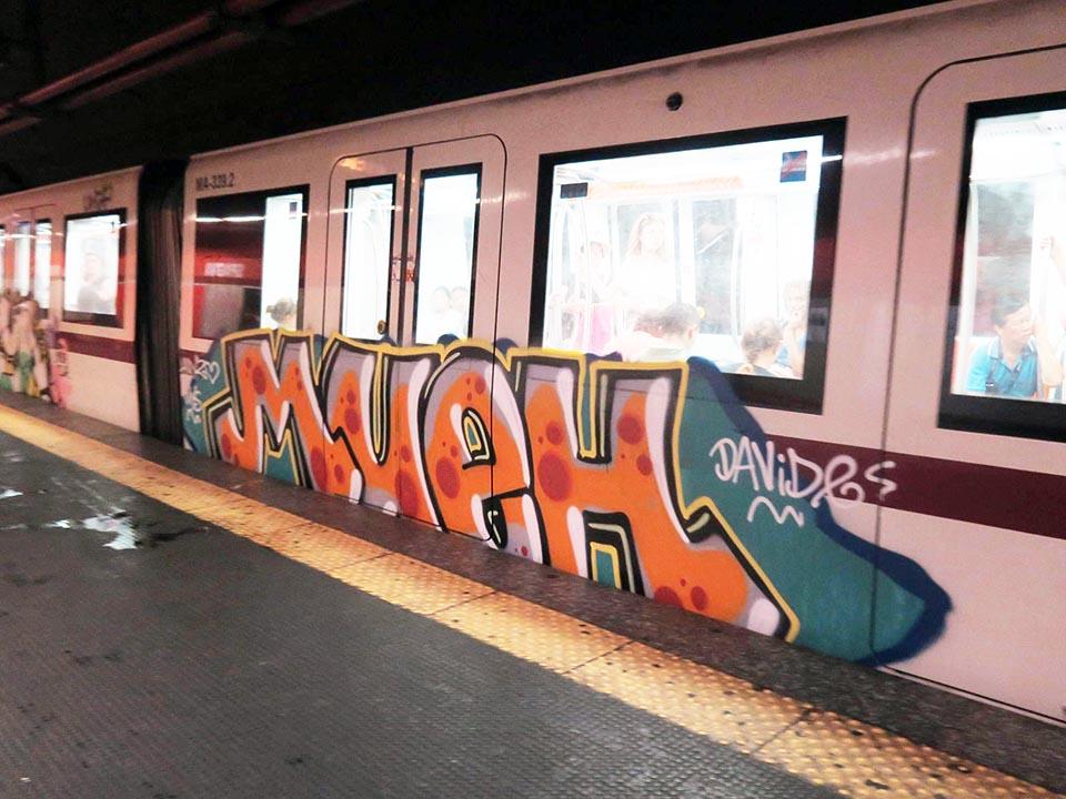 graffiti subway train rome italy running mueh