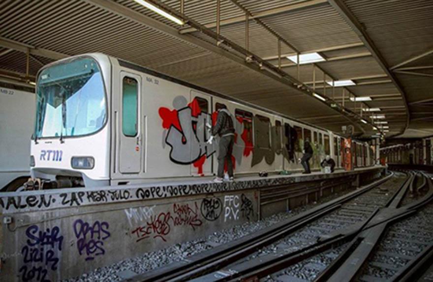 graffiti train subway marseille france
