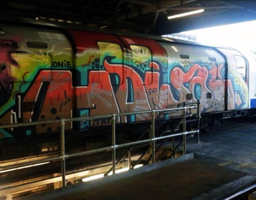 graffiti train subway writing london tube uk
