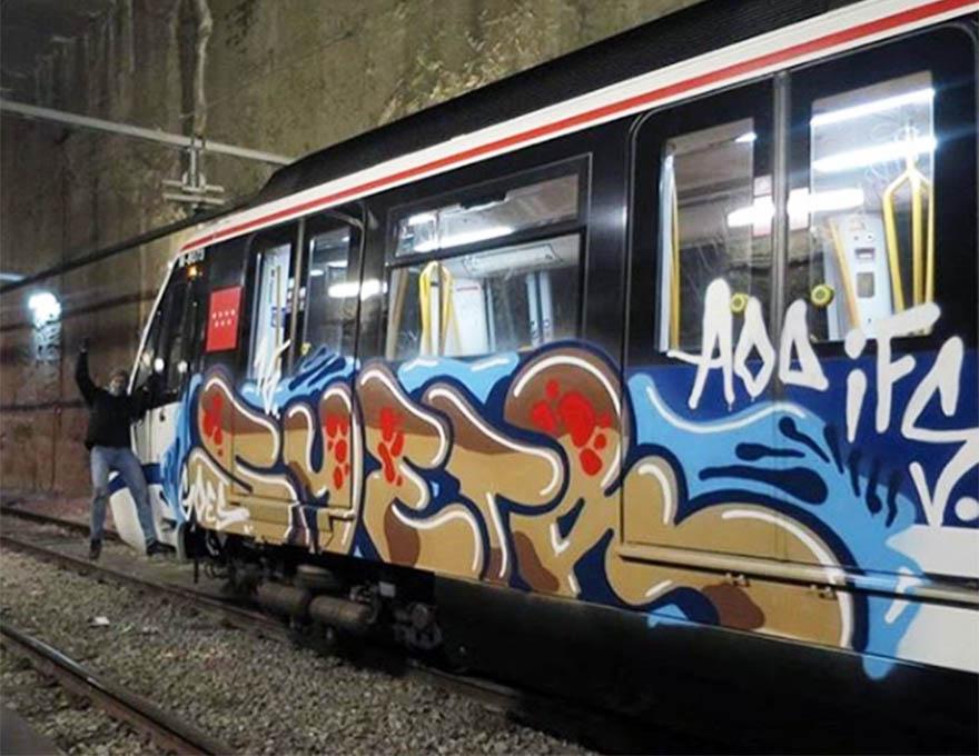 train subway graffiti writing madrid spain smetr aod