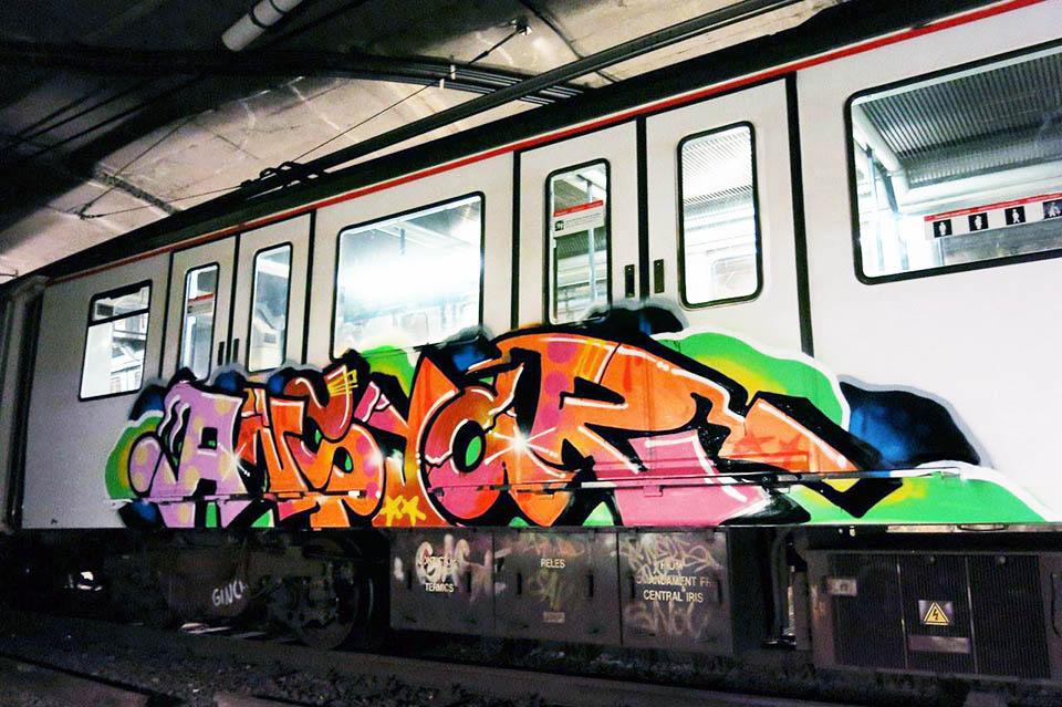 train subway graffiti writing barcelona spain ansiar
