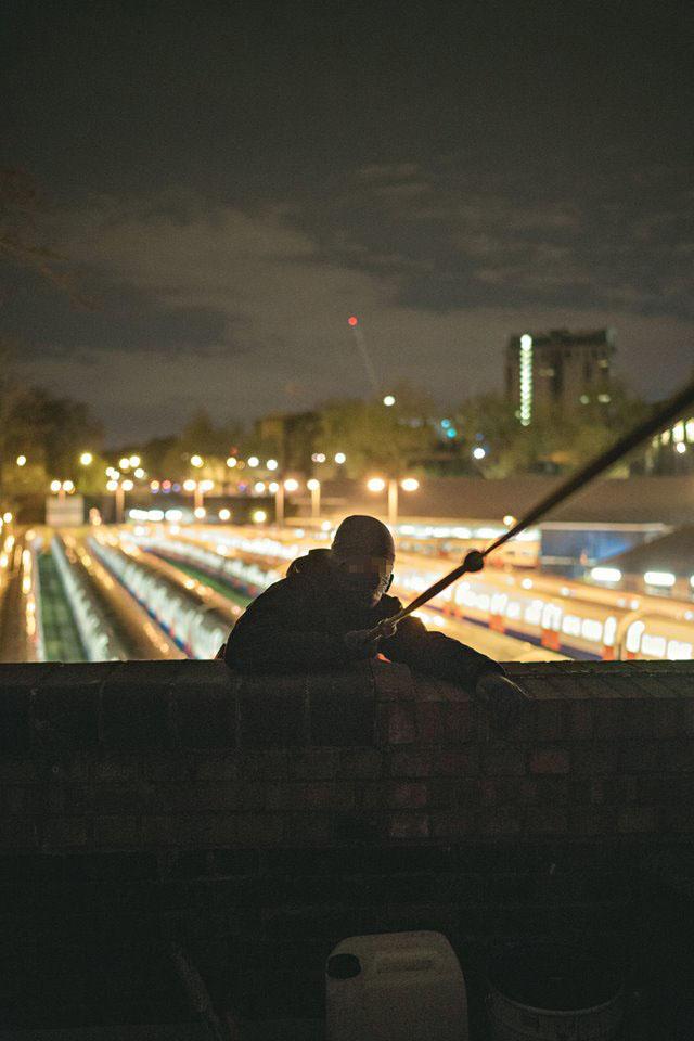 graffiti writing trains subway london uk ednight cover ew17 amigo