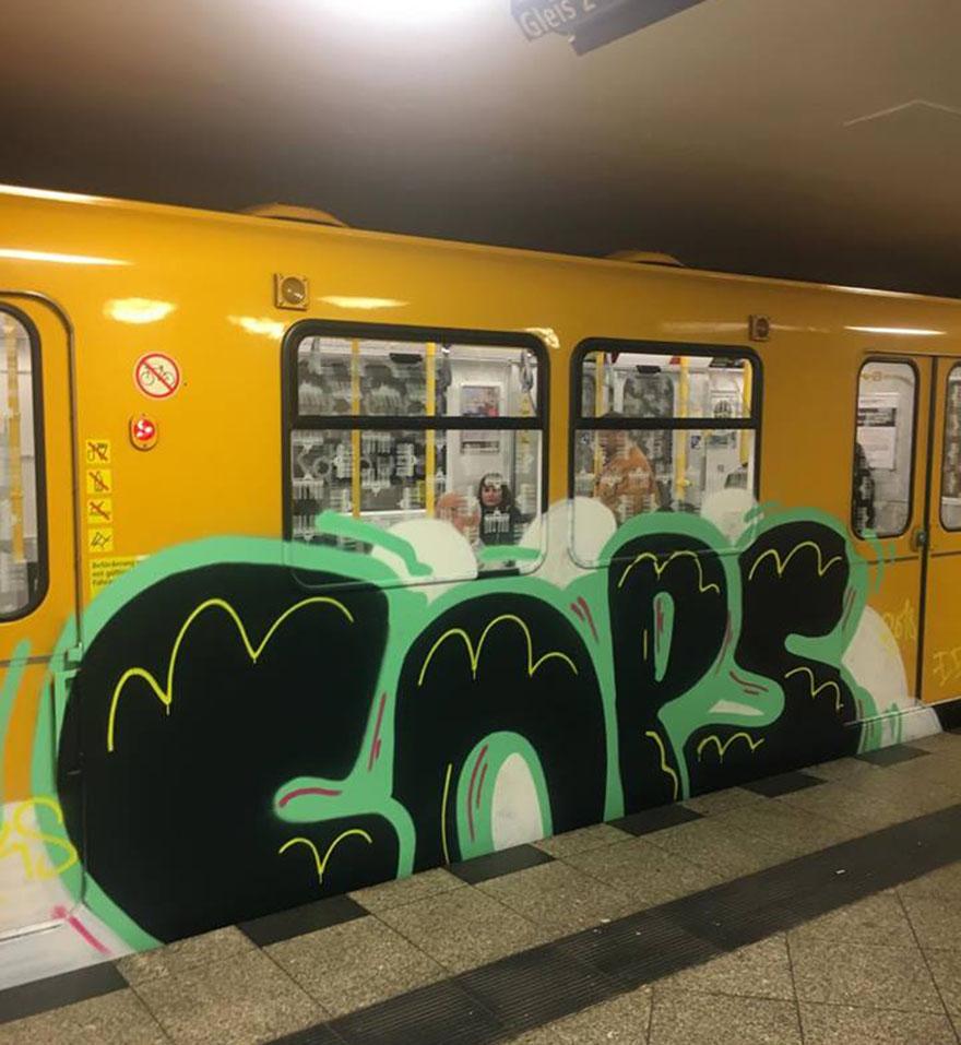 graffiti writing train subway art berlin germany running cops 2018