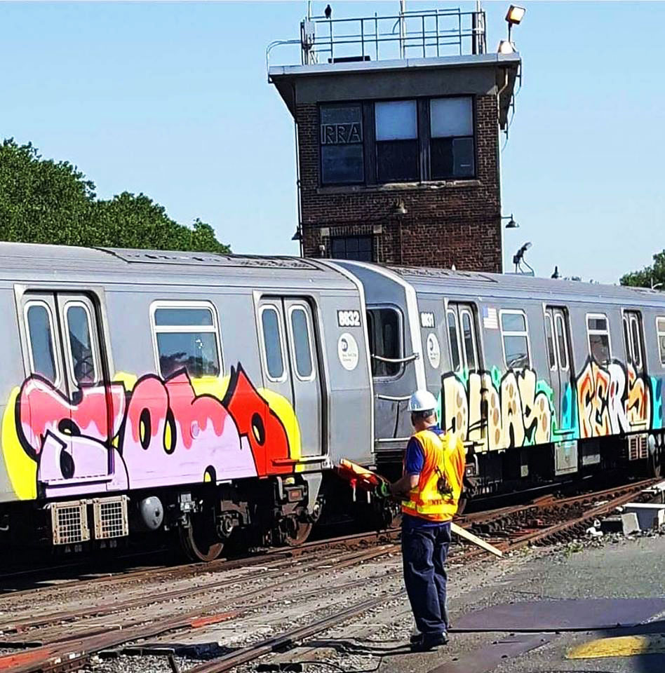 writing graffiti subway train subwayart newyork nyc