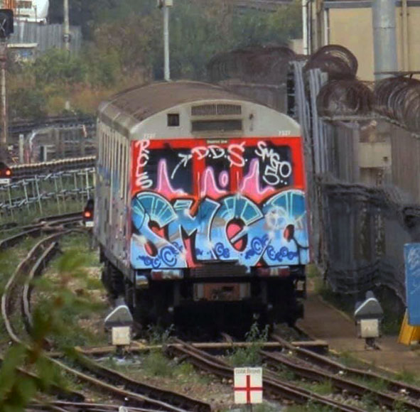 graffiti train subway writing art london tube england